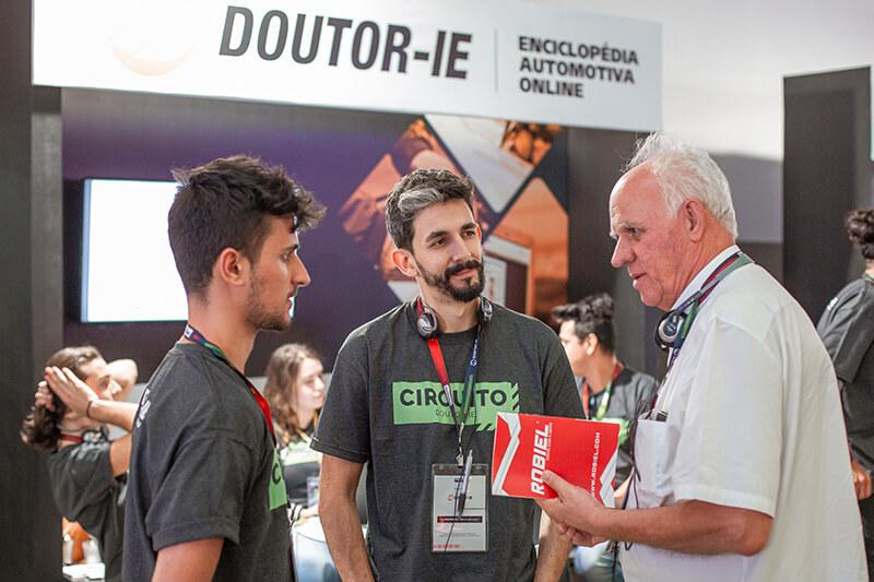 Doutor-IE, idealizadora e organizadora do evento Circuito Doutor-IE 2019. Atendimento aos participantes.