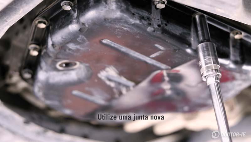 Toyota Corolla 1.8 - procedimento troca de óleo transmissão CVT - reinstalando cárter