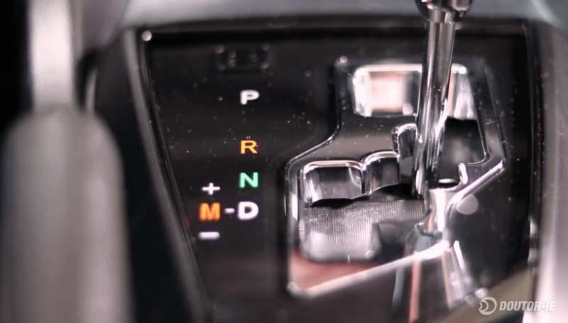 Toyota Corolla 1.8 - procedimento de verificação do nível de óleo transmissão CVT - alavanca do câmbio