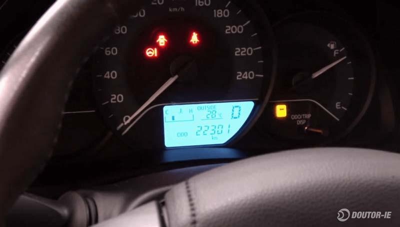 Toyota Corolla 1.8 - procedimento de verificação do nível de óleo transmissão CVT - painel de instrumentos
