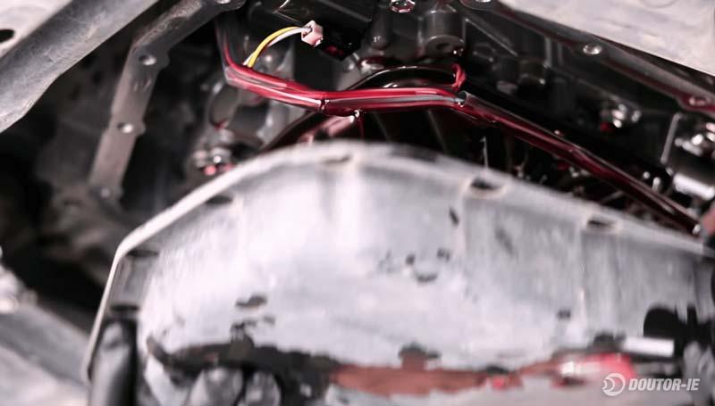 Toyota Corolla 1.8 - procedimento troca de óleo transmissão CVT - retirando o cárter
