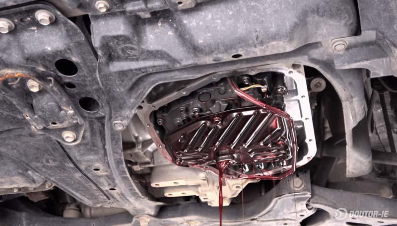 Toyota Corolla 1.8 - procedimento troca de óleo transmissão CVT - cárter removido