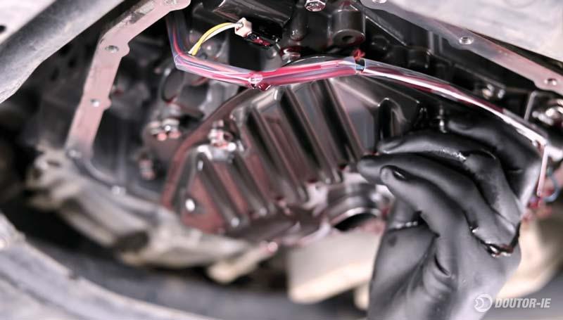 Toyota Corolla 1.8 - procedimento troca de óleo transmissão CVT - remoção do filtro de óleo