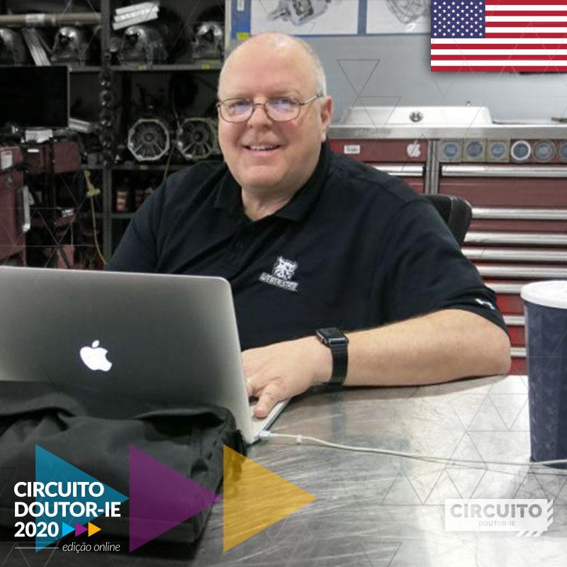Professor John Kelly - palestrante do Circuito Doutor-IE 2020 edição online